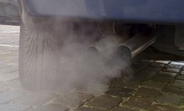 Argeşenii obligaţi să înghită gazele de eşapament de la prea multe taxiuri