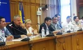 S-a răsturnat sacul cu bani în Argeș! Liviu Dragnea a împărțit microbuze școlare și contracte de finanțare primarilor din județ