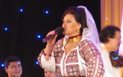 Elisabeta Turcu îşi lansează CD-ul la Curtea de Argeş