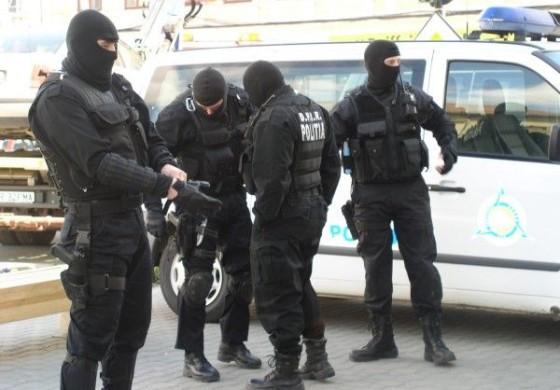 ACUM! PERCHEZIȚII IN ARGEŞ LA PERSOANE BĂNUITE DE FURT