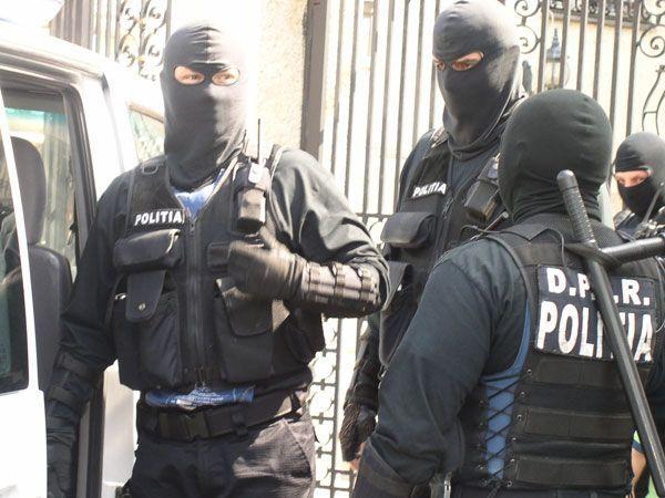 Trupele de mascati luate la bataie in Arges – S-au tras focuri de arma