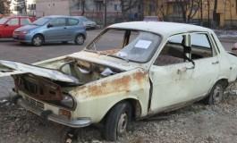 La Piteşti a început ridicarea mașinilor abandonate