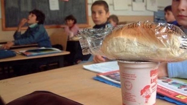 Elevii argeşeni primesc zilnic lapte, corn si un fruct ! CARE SUNT FIRMELE FURNIZOARE şi CARE E VALOAREA ACESTOR PRODUSE