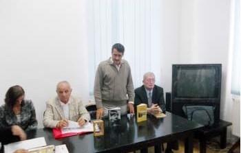 Concurs cu cântec organizat de primărie - Marian Ghiţă scos din cărţi pentru postul de manager al bibliotecii