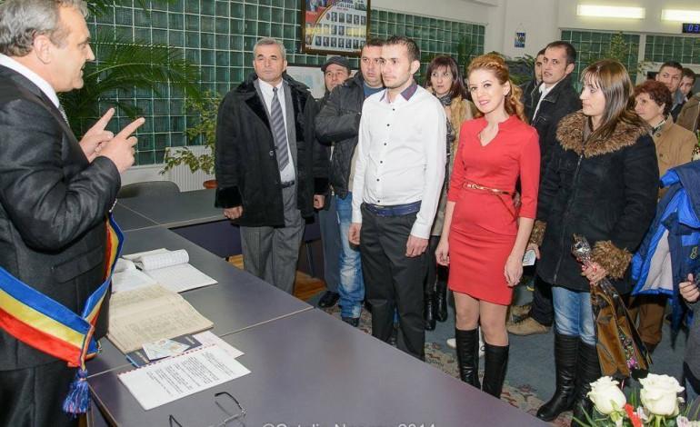 Tinerii din Mioveni se casatoresc de Revelion