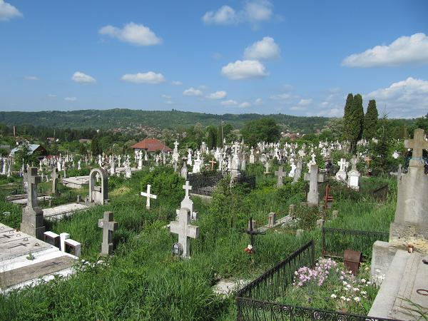 ACUM ! Bărbat găsit mort in cimitir !
