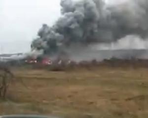 Incendiu la depozitul de cauciucuri din Bascov