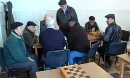 La 99 de ani, un profesor din Argeş premiat la un concurs de şah
