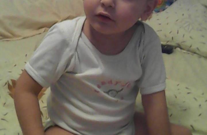 """Mama lui Eduard: """"Este cumplit să îți auzi copilul de 3 ani întrebând de ce nu poate sta în picioare și de ce nu are și el adidași"""" Edi vrea să facă primii pași către Moș Crăciun"""