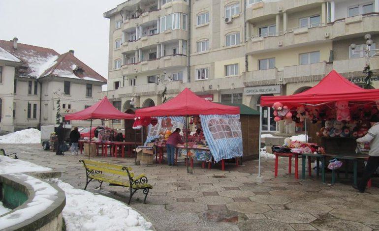 Spre disperarea locuitorilor –Manelele urlǎ la Târgul de Valentine`s de pe Bulevard