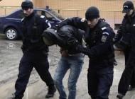 PERCHEZIŢII ARGEŞ: 4 tineri reţinuţi ! Poliţiştii au găsit 2 pistoale. bijuterii, telefoane mobile, laptopuri