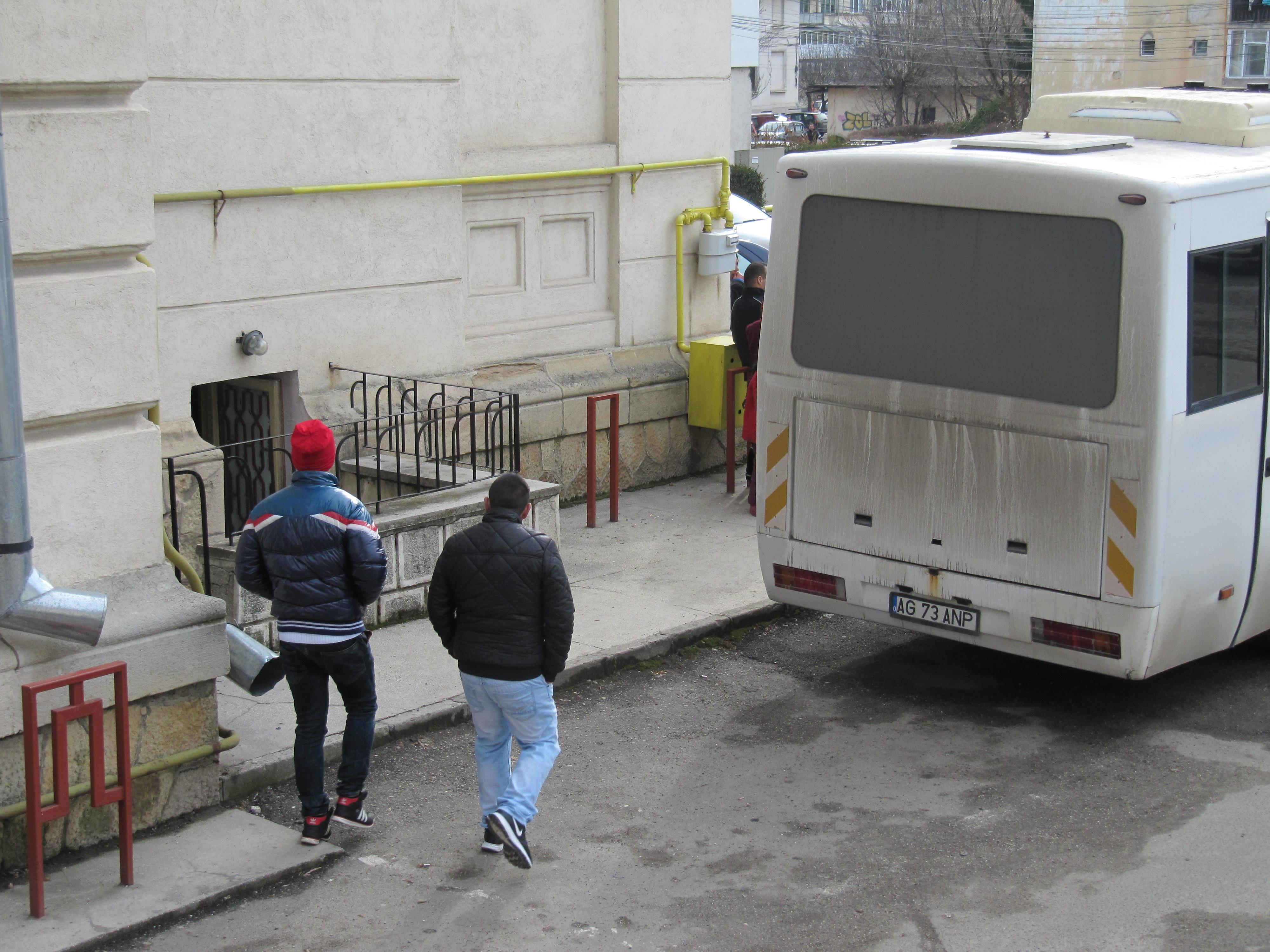 Doi argeseni au ajuns in inchisoare – Au incalcat regulile de circulatie