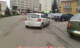 Parcare în mijlocul străzii