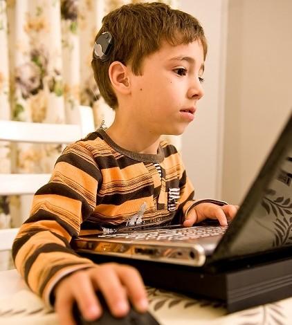 O copilărie trăită într-o lume fără sunete