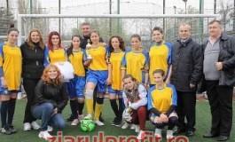 Antrenamente gratuite pentru fetele care joacă fotbal