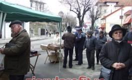 Comerciantii de mărtisoare luati la puricat de poliţisti si funcţionari ai primăriei