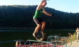 Imaginile cu românul care sfidează moartea la Barajul Vidraru fac înconjurul lumii - Vezi în ce emisiune TV celebră va apărea