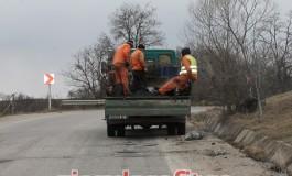 """Record mondial şi bătaie de joc pe DN 73 C !General Trust Argeş a """"reparat"""" 40 kilometri de drum in doar 3 zile"""