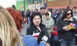 Mama Carolinei Bănăţeanu a retrăit astăzi clipele de cosmar prin care a trecut la moartea fiicei sale - Acuzaţi si atunci au fost medicii din Curtea de Arges