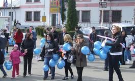 La Curtea de Arges sute de baloane albastre au marcat Ziua internaţională de constientizare a autismului