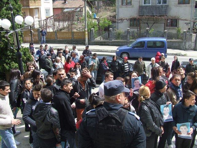 1000 de oameni ies in strada la Pitesti – Vezi motivul