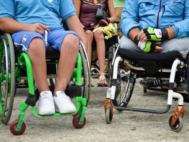 De-acum, persoanele cu handicap primesc o alocație lunară de îngrijire