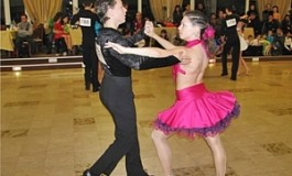 """Sâmbătă şi duminică dansam la Sala Sporturilor Piteşti. Începe o nouă ediţie a Concursului Național de dans sportiv """"Dansul Florilor"""""""