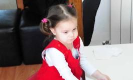 Povestea micuței Alesiei, într-o lume fără sunete De 1 Iunie, dăruiește muzică unui copil!