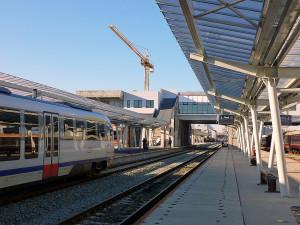 In opinia arhitectilor si noua gara va fi tot o sperietoare urbanistica, dar una cu pretentii care a inghitit milioane de lei pentru cateva perechi de trenuri.