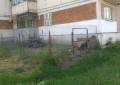 La Câmpulung – Spaţiile din jurul blocurilor ocupate de cine şi cum vrea!