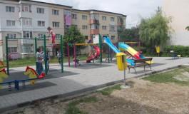 Calitate nemţeascǎ la locurile de joacǎ -Steinel a amenajat parcuri europene pentru copiii din Argeş