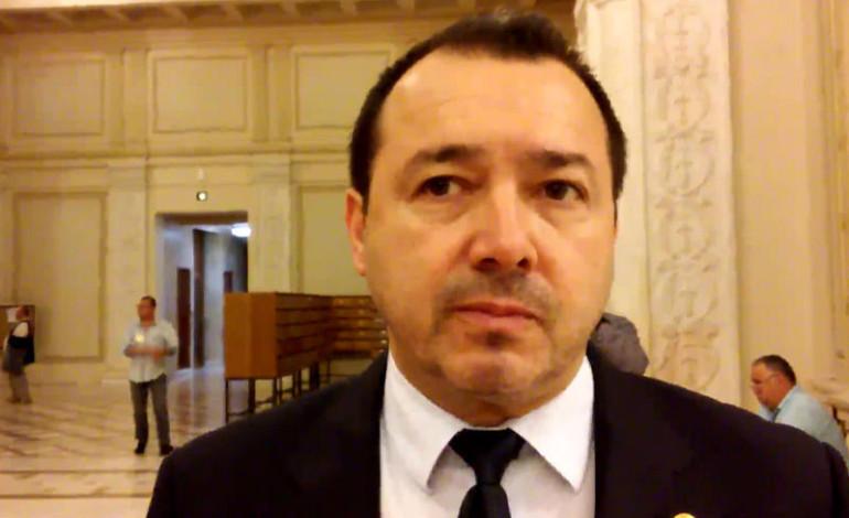 """""""Nebunul"""" Cătălin Rădulescu, deputatul """"mitralieră"""", dat în judecată de un coleg de partid"""