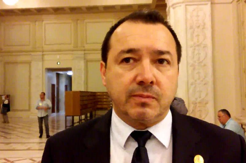 """Asta am votat, cu ăştia defilează PSD Argeş ? Deputatul PSD, Cătălin Rădulescu: """"Fa, curvo, ce urata esti"""" , mesaje obscene catre…"""