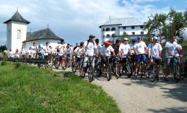 Iti place ciclismul? Participa la concursul cu premii organizat de Arhiepiscopie