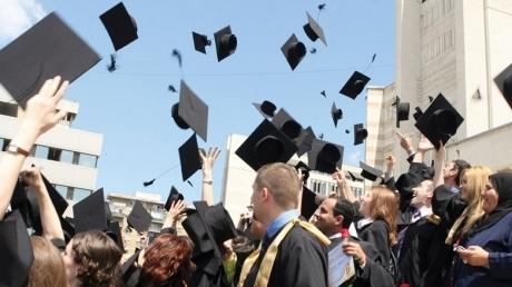 Bac-ul s-a teminat. Care e soarta absolvenţilor de liceu?