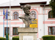 EXCLUSIV ! Minune la Curtea de Arges: statuia lui Mihai Viteazul lacrimeaza