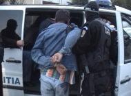 Mama si fiu arestati - Au rapit si sechestrat o minora