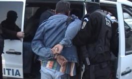 AZI AFLĂ DACĂ VOR FI ARESTAŢI ! CINE SUNT CEI TREI TINERI din Curtea de Argeş, reţinuţi de poliţişti