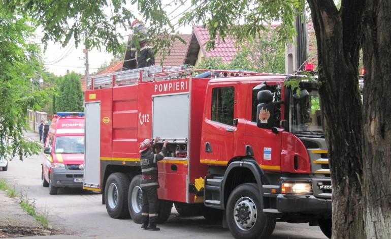 Acum! Pompierii si SMURD-ul, de urgenta la Manastire