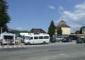 Pregatiri haotice pentru festival – Tarabe ascunse in spatele unei parcari pline si printre buruieni