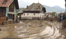 Ploaia a făcut ravagii la Rucăr! Drumuri rupte, gospodării inundate, digul de pe Râuşor rupt …