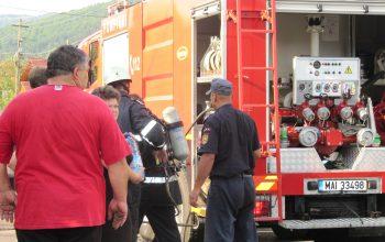 ACUM! Incendiu la un bloc din Curtea de Argeș - Se evacuează locatarii