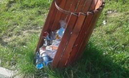 Dezinteresul atinge cote maxime la Curtea de Argeş - Parcul de un milion de euro transformat în groapǎ de gunoi