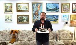 Vicele Mitrofan a  implinit 48 de ani - A impartit o felie virtuala de tort cu argesenii