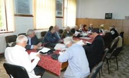 """Sesiune de comunicări ştiinţifice în cancelaria Colegiului Naţional """"Dinicu Golescu"""" cu… morţi pe listele participanţilor"""