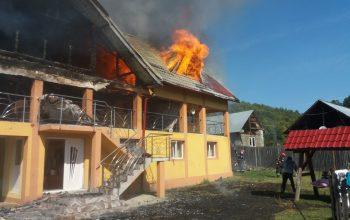 GALERIE FOTO ! A ars o casa noua în Argeş