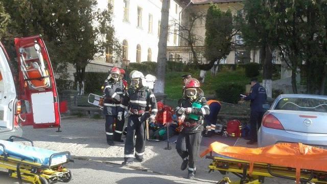 ISU Arges cauta voluntari – Vezi cum poti ajunge sa lucrezi alaturi de paramedici si pompieri