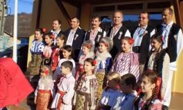 Rapsozii Bascovului au plecat la colindat