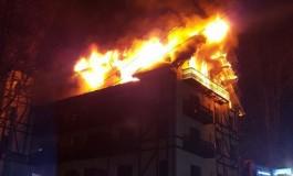 Tot mai multe echipaje de pompieri urca la munte - O victima intoxicata cu fum