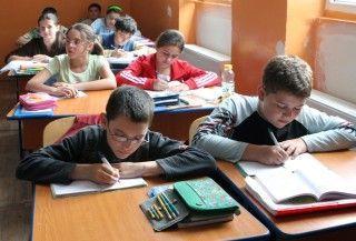Vesti proaste pentru elevi - Sambata se duc la scoala